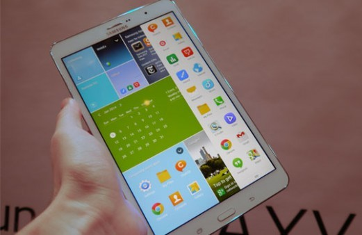 Samsung Galaxy Tab Pro 8 in hand