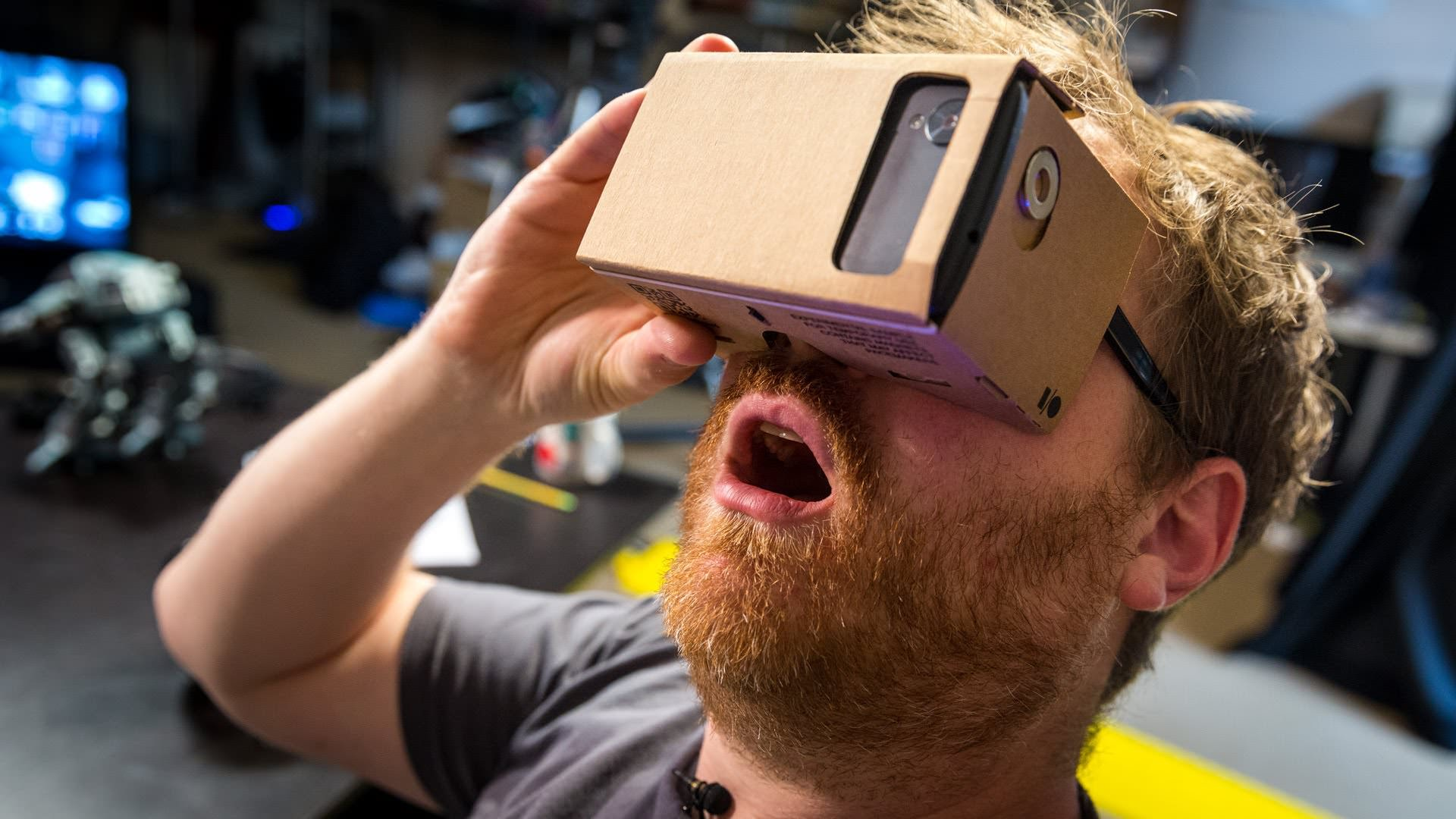 How to make google 39 s diy cardboard vr headset at home for Vr for home